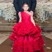 einzigartiges mädchenprinzessinkleid großhandel-Einzigartige rote Prinzessin Little Girls Pageant Kleider eine Schulter Langarm Rüschen Rock Pailletten Mädchen Geburtstag Cupcake Kleinkind Kleider