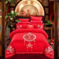 cama de cetim chinês venda por atacado-Casamento chinês De Luxo De Cetim Jacquard Conjuntos de Cama Bordado Rainha King size Capa de edredão Folha de cama Dupla felicidade