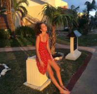 rote strandkleider großhandel-Atemberaubende rote Blumenrüschen Trim Par Midi-Kleid. Beach Wear Realisierung Urlaub