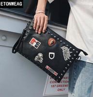 decoración punk al por mayor-Diseño original decoración de medalla moda bolso de mano calle personalidad remache hombres Bolso de mano Bolso de cuero de la medalla Punk