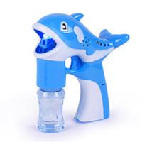 juguetes de revistas al por mayor-Nuevo Creativo Pequeño Delfín Automático Intermitente Bubble Music Gun Machine Blowing Bubbles toy Colorful Soap Bubbles Kid Juguete Al Aire Libre