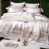 ingrosso set bianchi di biancheria da letto per matrimoni-Lussuoso ricamo 100S cotone egiziano Set biancheria da letto matrimoniale King Royal copripiumino Lenzuolo federa bianco 4 / 6pz