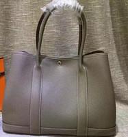 airline taschen großhandel-H18223 hochwertige designer garten party 36 cm groß Echtes echtes leder frauen totes tasche umhängetaschen handtaschen Fluggesellschaft stewardess