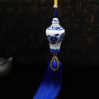 mavi buz kolye toptan satış-Araba Kolye Mavi Ve Beyaz Porselen Otomobil Dikiz Aynası Asılı Süsleme Oto İç Süspansiyon Dekorasyon Seramik