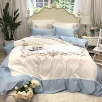 ingrosso set bianchi di biancheria da letto per matrimoni-New 80S Cotone egiziano Ricamo Royal Bedding set Queen King Wedding Copripiumino Lenzuolo set Federe 4 pezzi blu bianco