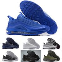 Nike Air Max 97 basketball shoes Hommes Sneakers Chaussures classique 97  Hommes Chaussures De Course Noir Blanc Entraîneur Air Coussin Respirant  Homme ... 8f1e4a7b243