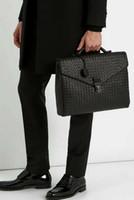 maletín de cuero marrón oscuro al por mayor-Bolso de hombre mensajero maletines hechos a mano crochet unisexhanger clave acc. bolso de cuero clásico bolsa de portátil de bloqueo de teclas de kintting