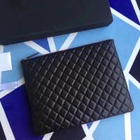 bolsos de piel de cordero al por mayor-Más alta calidad de las mujeres 33 cm Fashional diseñado cuero de piel de cordero bolso de embrague bolsa de ipad acolchado bolso de la cremallera