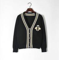 botões de camisola preta ouro venda por atacado-Frete Grátis 2018 Black Bee Jacquard Cardigans das Mulheres da Marca do Mesmo Estilo Botões de Linha de Ouro das Mulheres Suéteres 070516