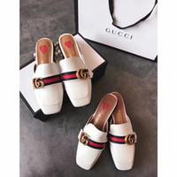 nuevo verano sandalias de tacón bajo al por mayor-Verano nuevo sandalias y zapatillas de punta abierta tacón bajo grueso con cuero blanco zapatos de mujer moda de alta gama lujo 18046225