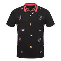 artı boyutu erkek polos toptan satış-Çok Nakış Polo Gömlek Adam Moda Tasarımcısı Nervürlü Kollu Bölünmüş Hem Streç Polos Üst Erkek Artı Boyutu Erkek Yaz Sıcak Satmak