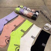 ingrosso calze caramelle per le donne-Fashion Candy Color Brand Calze da donna Designer Brand Letter Calzino sportivo per Lady INS Skateboard Active Sock