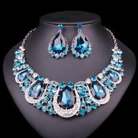 conjuntos de collar de boda india al por mayor-Venta de toda la moda Joyas de la India Pendientes del collar de cristal establecen Conjuntos de joyería nupcial para novias Accesorios de trajes de boda Decoración