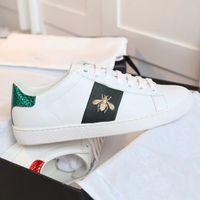 flores tigre venda por atacado-New Designer shoes 100% sapatilha de couro Ace homens mulheres Formadores clássicos python tiger abelha Flor Galo Bordado tênis de amor