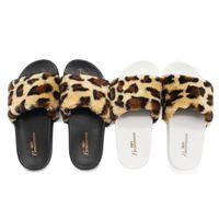 zapatillas negras sexy al por mayor-2018 Funny fuzzy black white Zapatillas de moda de arte de tela de interior estampado de leopardo de lana antideslizante Zapatillas de deporte lindas y sexy