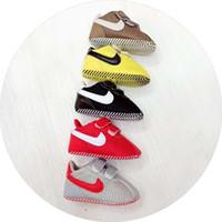 bebekler için mokasenler toptan satış-2018 Bebek Erkek Kız Spor Ayakkabı Yenidoğan İlk Walker Ayakkabı Yumuşak Sole kaymaz Bebek Prewalker Moccasins Sneakers