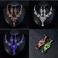 hint moda kolye toptan satış-Moda Hint Kristalleri Düğün Takı Setleri 2019 Lüks Damla Küpe Kolye Ucuz Gelin Takı Seti Rhinestones Düğün Aksesuarları