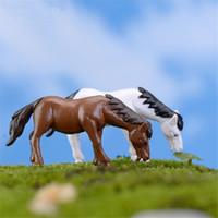 ingrosso artigianato artificiale-Mini cavallo Figurine Miniature Mestieri di plastica Moss Micro paesaggio Giardino Bonsai decorazioni Animali artificiali Accessori fai da te