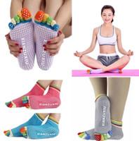 profissionais de massagem venda por atacado-Mulheres meias de yoga profissional antiderrapante mulheres cinco dedo dedo do pé meias sports yoga gym antiderrapante massagem toe meias kka4430