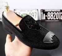 nuevas zapatillas italianas al por mayor-2018 Nuevo estilo Mocasines italianos para hombre Zapatillas de bordar Zapatos sin cordones para fumar Fiesta de lujo Boda Zapatos de terciopelo negro Hombres mocasines x62