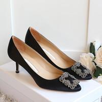 ladies high heel shoes toptan satış-Lüks Marka Tasarımcısı Düğün Ayakkabı Gelin Kadınlar Bayanlar Kız Sevgililer Hediye Yeni Moda Seksi Payetli Ipek Elbise Ayakkabı Yüksek Topukl ...
