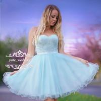 lindos vestidos largos hasta la rodilla al por mayor-Baby Blue Lace Tulle Vestidos de Fiesta Cortos Cariño Cintas moldeadas Longitud de la rodilla Sin espalda Vestidos de fiesta cortos Vestidos de fiesta lindos