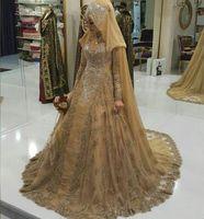 vestidos musulmanes bodas al por mayor-Vestido De Noiva Encaje de oro Vestidos de noche musulmanes 2019 Cuello alto Apliques de manga larga Cristal abalorios Una línea de baile Vestidos de boda