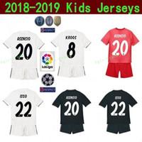 spanien jugendfußball jersey großhandel-Kinder Real Madrid Jugend BENZEMA Jersey Fußball 18 19 Champions Weiß TONI KROOS MARCELO VAZQUEZ COURTOIS Fußball Shirt Kits Uniform Kids