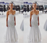 piso espumoso blanco al por mayor-2018 Sparkle White Silver Vestidos de noche Cariño Crystal Tulle Floor Length Bling Sirena Vestidos de baile Vestidos de noche formales