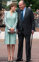 vestido verde largo celebridad al por mayor-Vestidos elegantes elegantes de la madre de la novia de la novia de la novia con la longitud larga de la longitud de la envoltura del cordón de la rodilla más el tamaño vestidos de noche de la boda Celebrity Dress 2018