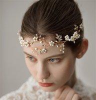 altın alin kafa bandı toptan satış-İnci Forehead Kafa Düğün Gelin Tiara Taç Kristal Rhinestone Saç Aksesuarları Bant İnci Çiçeği başlıkiçi Altın Gümüş Headdress Pin