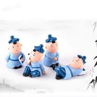 исследование куклы оптовых-Little Study Boy Миниатюрные Статуэтки Украшения Мальчик с Книгой Карандаш Студенческие Подарки Статуи Ремесла Смолы Детская Спальня Стол Кукла Орнамент