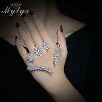 yeni kristal bilezik tasarımları toptan satış-Mytys Bitki Tasarım Kristal Çiçek Yaprak Palmiye Bilezik Gümüş Renk El Palmiye Takı Kadınlar Için Yeni Trendy Handlets R1116