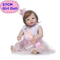 lindos vestidos de niña al por mayor-NPK Doll Nuevo Diseño 57 CM Cuerpo Completo de Silicona Bebe Reborn Boneca Alive Baby Princess In Nice Dress Girls Playmate Toys Regalos para niños