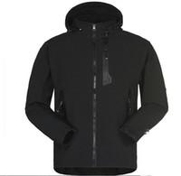 жакеты оптовых-Мужская водонепроницаемый дышащий Softshell куртка мужчины на открытом воздухе спорт пальто женщины лыжный туризм ветрозащитный зима верхняя одежда мягкая оболочка куртка