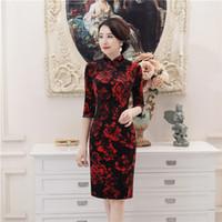 ingrosso ginocchia di abito rosso cinese-Shanghai Story Red Floral Black Velvet Qipao abito tradizionale cinese 3/4 manica cheongsam abito al ginocchio orientale