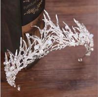 perno de la cabeza al por mayor-Hermosa princesa coronas de boda joya nupcial tocados tiaras para las mujeres perlas de metal de plata de cristal de diamantes de imitación del pelo barroco diademas