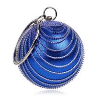 kırmızı mavi çanta toptan satış-Yeni Makyaj Çantası Altın Debriyaj Kırmızı Top Şeklinde Gümüş Akşam Çanta Bayanlar Siyah Çanta Kadın Yuvarlak Omuz Gelinlik Mavi