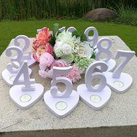 ingrosso numero di base-Numeri di forma del cuore di amore di legno 1-10 numeri del tavolo con base del supporto e candela presa di compleanno festa nuziale decorazione romantica