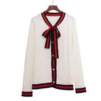 ingrosso donne nere bianche di maglione nero-2018 Luxury Designer Brand Primavera cardigan in maglia donne Bow Twist G Pearl Botton Stripe Edge Maglione nero bianco rosso S18101005