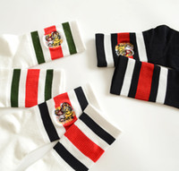 Wholesale head knits - 2018 Tide brand embroidered tiger head socks mens and women hit color stripes socks anti-bacterial deodorant cotton fashion sports socks