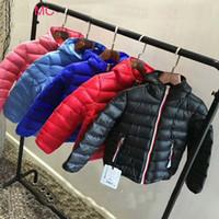 jaqueta de inverno outwear bebê venda por atacado-Alta Qualidade de inverno crianças marca outwear varejo infantil Brasão Meninos Casacos espessamento Retail 4-10T Inverno jaquetas bebê para baixo