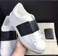 tejidos de moda para las mujeres al por mayor-Mujeres Hombres Lujo Tejido de cuero Patchwork Zapatos de moda Remaches Pisos Zapatos Tachonados Deportes Skateboard Tenis Comodidad Zapatos casuales