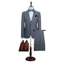 mejor ropa de boda al por mayor-Por encargo 2018 Gris Trajes de hombre de moda Blazer Business Slim Fit Chaqueta y pantalones para trajes de boda Best Man Groom Prom 2 piezas