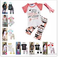 fa3fdfb7b690a Nouveau Filles Bébé Enfants Vêtements Set Lettres t-shirts Pantalon  Bandeaux 3 Pcs Set Mode D été Fille Enfants Tops Costumes Boutique Vêtements  Tenues