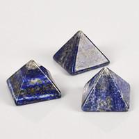ev için dekoratif kristaller toptan satış-Doğal Yeşil Altın Kristal Piramit Enerji Piramitleri Küçük Süs Dekoratif Taş Ev Ofis Hediyeler Oturma Odası Dekor 16dy2 gg