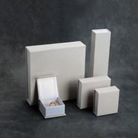 documentos de ideas al por mayor-Caja de regalo de cartón de terciopelo envoltorio de color crema pulsera brazalete pendiente colgante anillo caja de papel de embalaje Nueva idea de embalaje