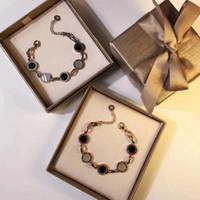 nombre de plaques achat en gros de-Nouvelle arrivée 316L Titane en acier de marque et numéro romain bracelet avec la nature blanche et coque noire pour les femmes bracelet de charme bijoux gif