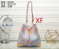 Wholesale doctor dot - Fashion Luxury Designer Handbags High Quality Valentine Italian Genuine Leather Bag Rivet Chain Crossbody Bags For Women Shoulder Bags A001
