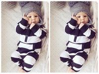 детские боди черные белые оптовых-Милый ребенок мальчик девочки младенцы одежда комбинезон наряды новорожденных боди комбинезоны новорожденный ребенок черный и белый полосатый комбинезон